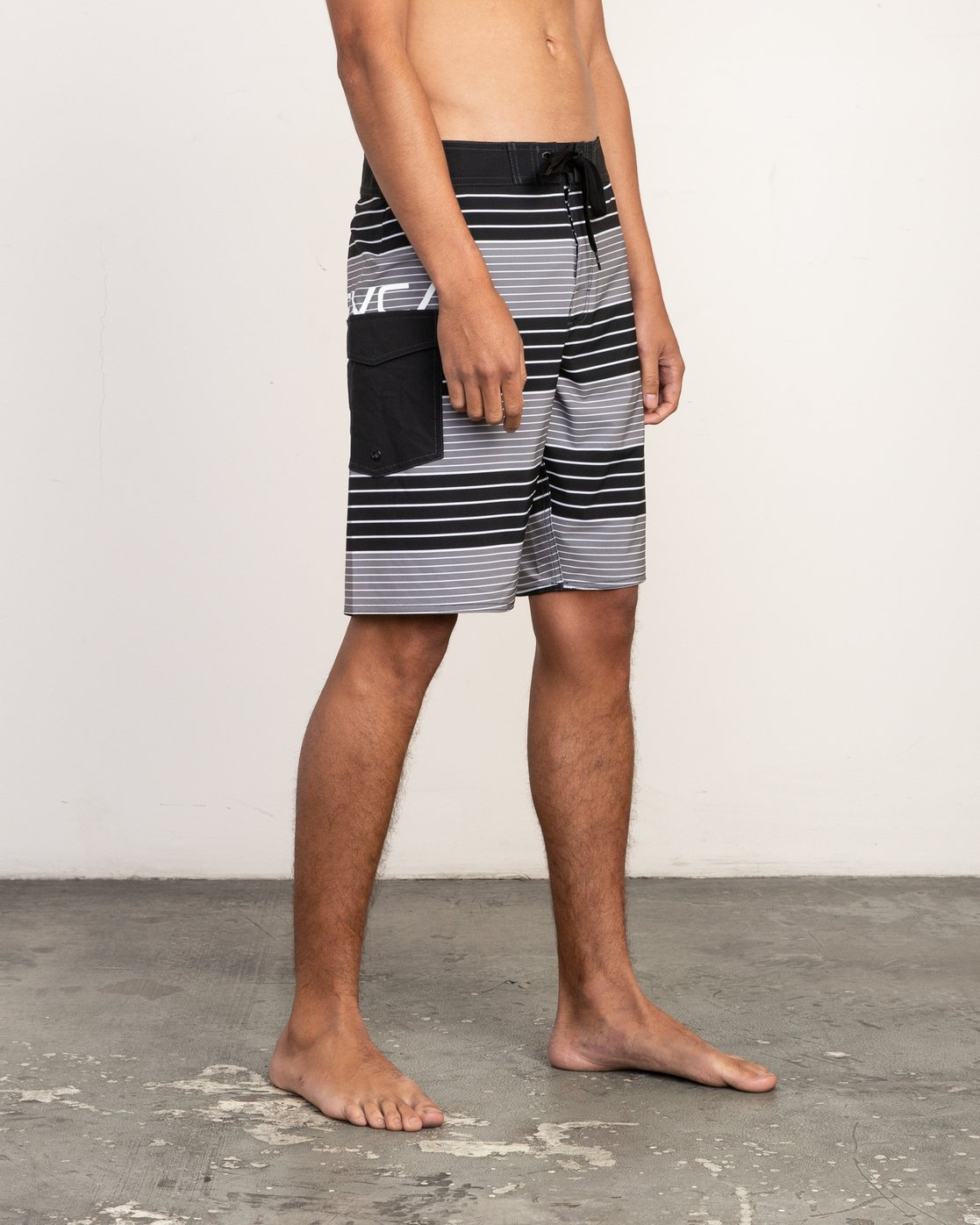 "6 Uncivil Stripe 20"" Boardshort Black M164TRUN RVCA"