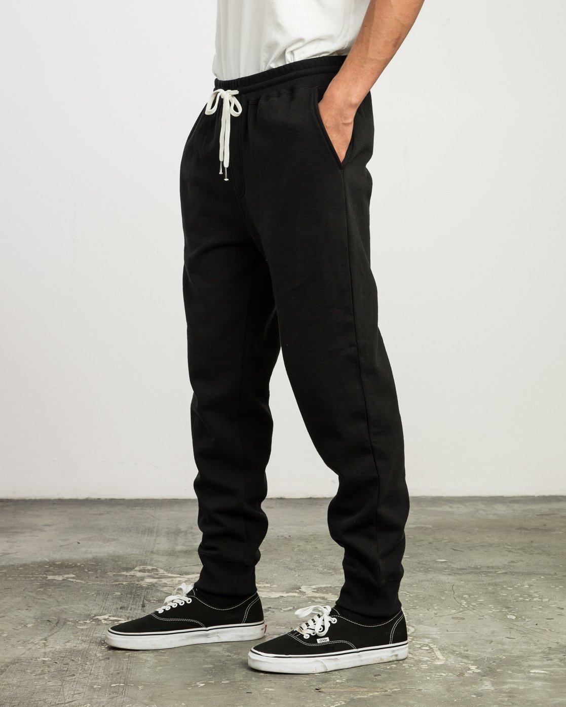 2 Christian Hosoi Sweat Pant Black M350SRHS RVCA