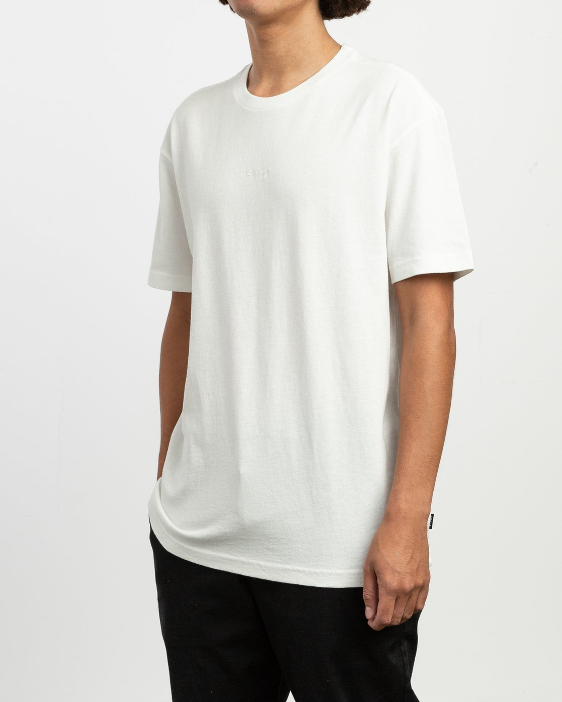 2 OS Pigment Embroidered Knit T-Shirt White M905QROP RVCA