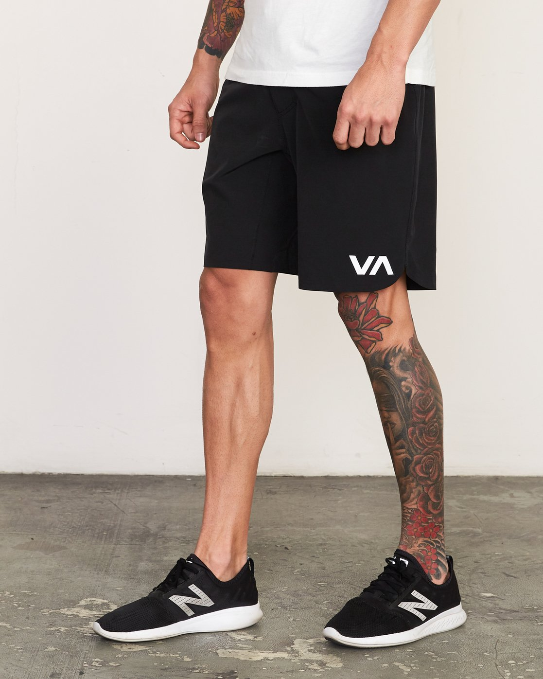 "2 Train 19"" Lined Short Black V202TRTL RVCA"