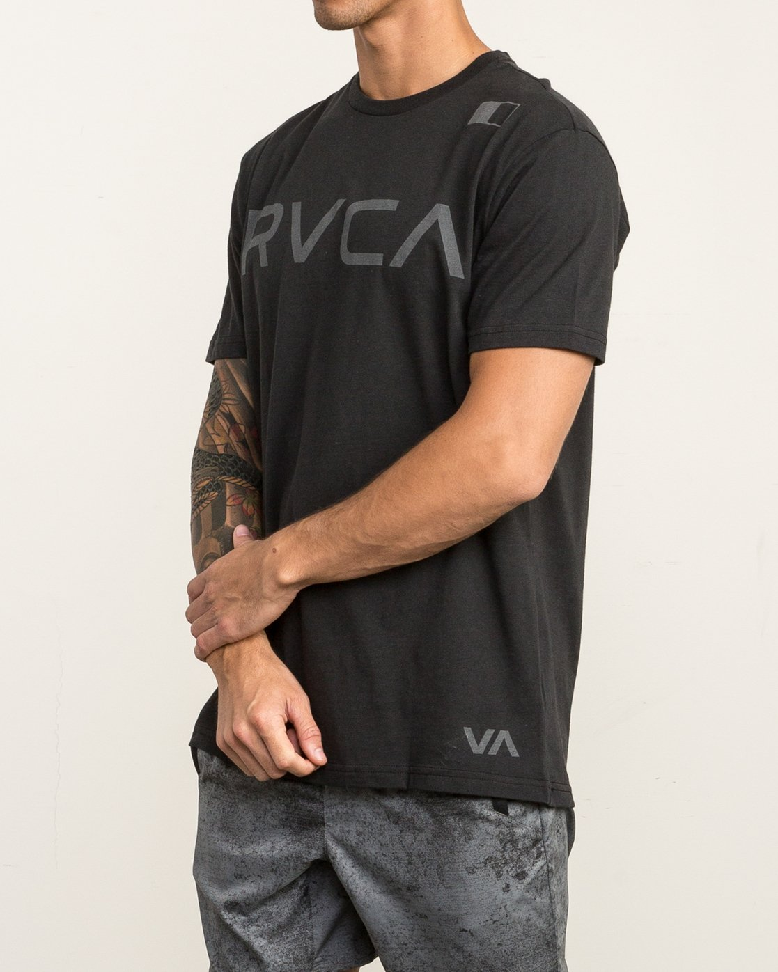 3 Flipped T-Shirt Black V402SRFL RVCA