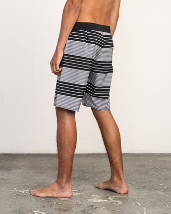 "3 Uncivil Stripe 20"" Boardshort Black M164TRUN RVCA"